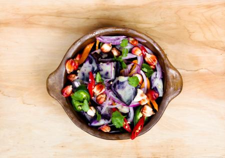 salad-on-wood